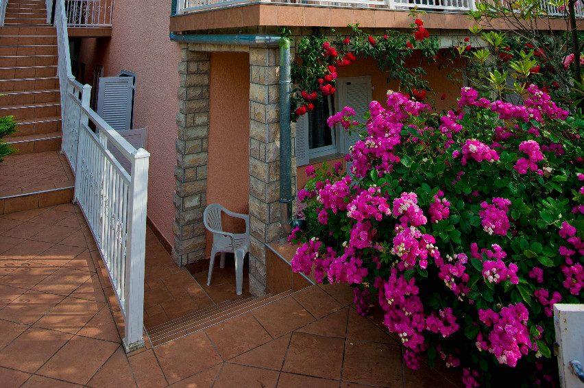 Apartmani i sobe Njivice - apartmani-njivice.com